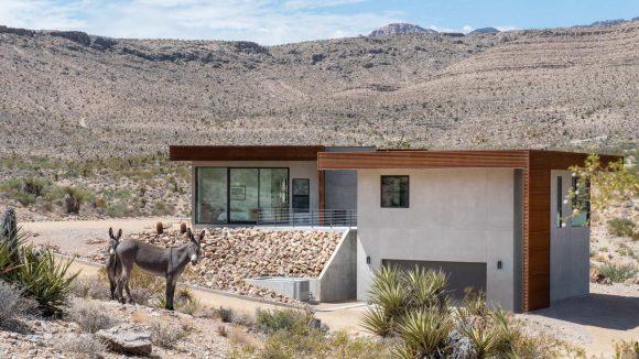Дом в пустыне в США