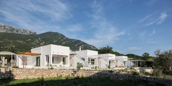 Летние домики в Черногории от AKVS architecture.