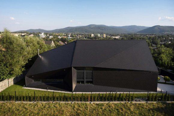 Очень чёрный дом