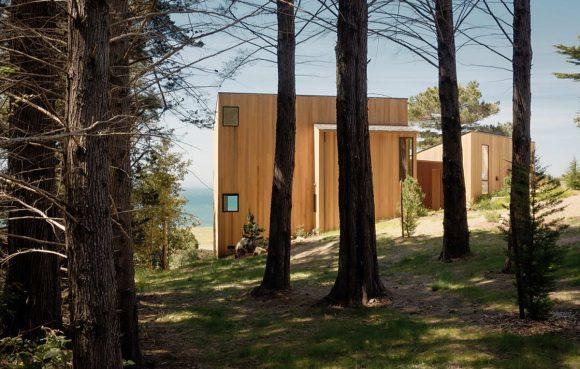 Лесной дом у океана