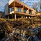 Дом над водопадом в Чехии от ARCHOO.