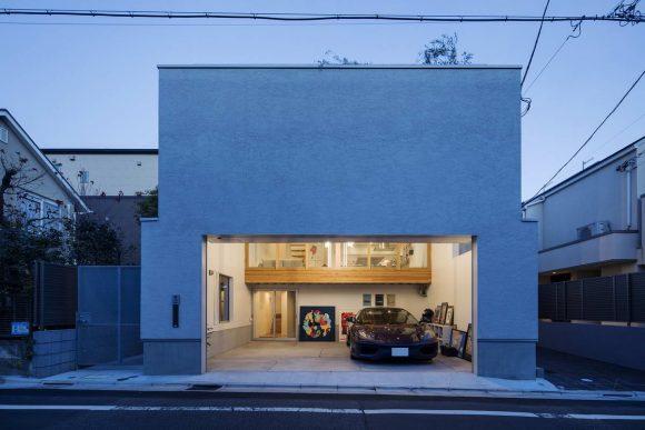 Дом с гаражом в виде холла в Японии от Tsukagoshi Miyashita Sekkei.