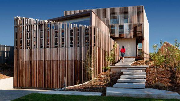 Дом в деревянной оболочке