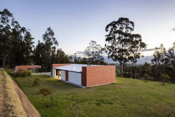 Солнечный Дом в Эквадоре от Bernardo Bustamante Arquitectos.