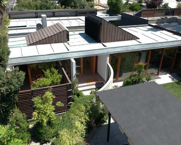 Дом с тремя дворами