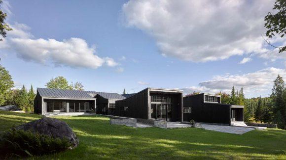 Дом у леса в Канаде