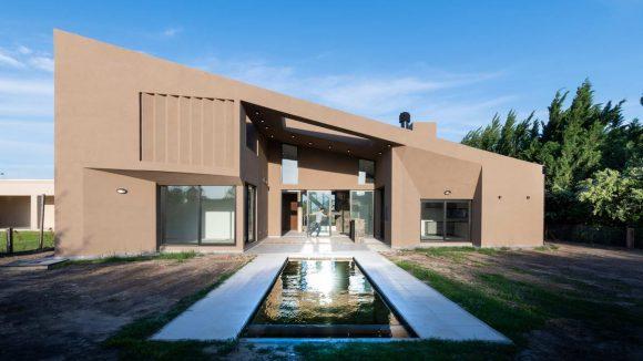 Дом с односкатной крышей Аргентине от Ambroggio arquitectos.