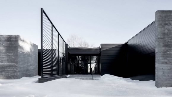 Дом с двориком в Канаде
