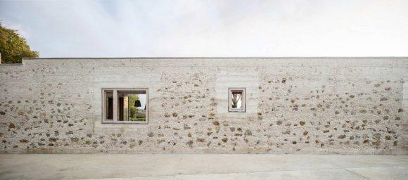 Дом-забор в Испании