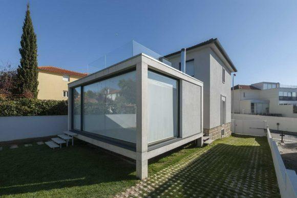 Стеклянная пристройка в Португалии