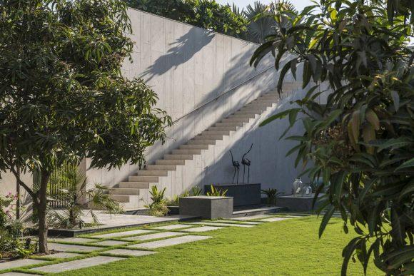 Дом с секретными садами в Индии от Spasm Design.