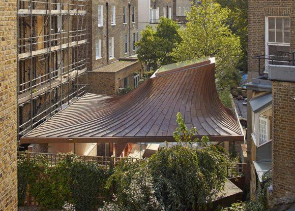 Шатёр в лондонском саду