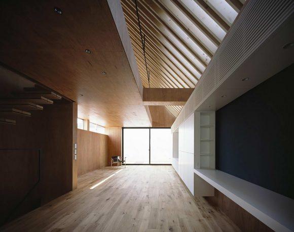 Деревянный интерьер городского дома