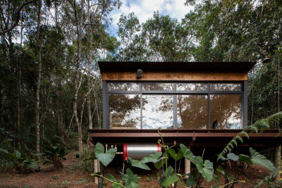 Очень маленький лесной домик