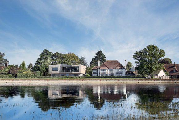 Дом у залива в Англии от AR Design Studio.