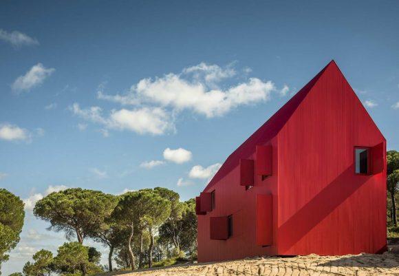 Очень красный дом