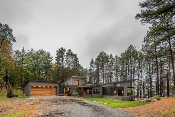Дом у Северного озера в США от Strand Design.