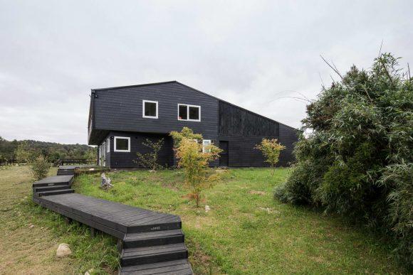 Сельский каменный дом