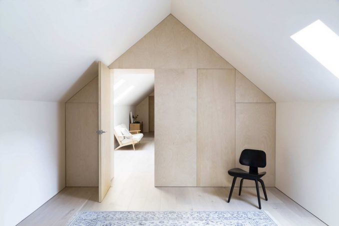 Простой интерьер маленького дома