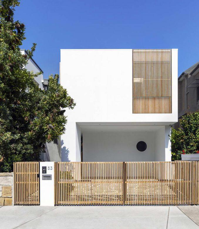 Модернистский дом с двором