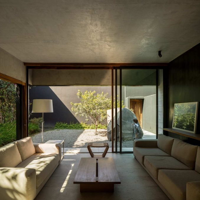 Дом со стеклянным павильоном на крыше
