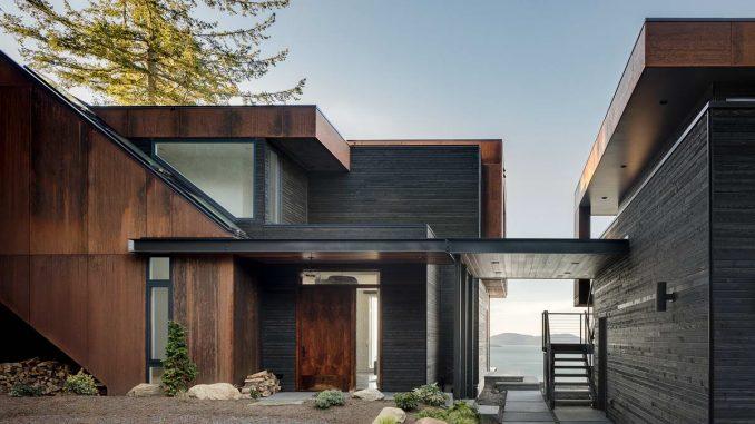 Лесной дом у залива в США