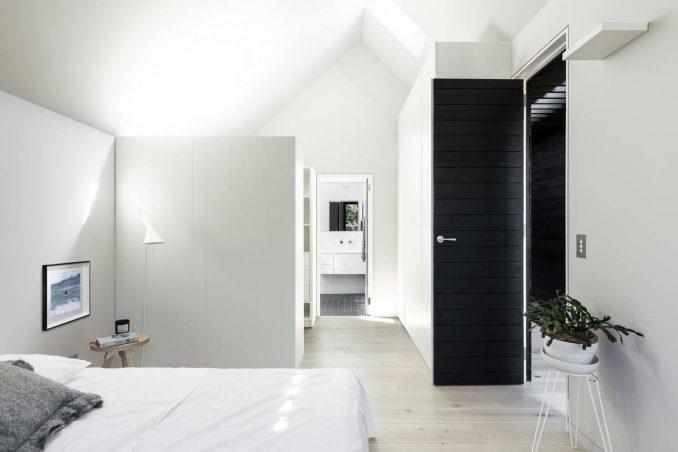 Модернистский дом в двумя вершинами