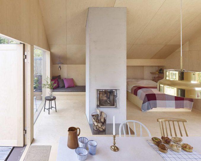Простой фанерный дом в Швеции