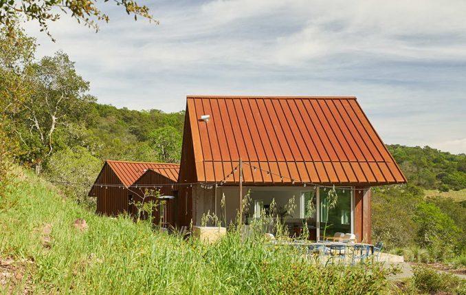 Тройной дом для повара на склоне