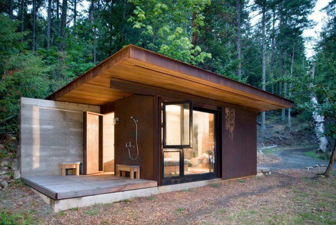 Дачный домик из ржавого металла