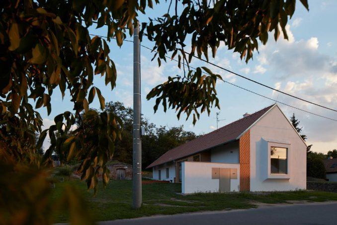 Простой и непростой деревенский дом