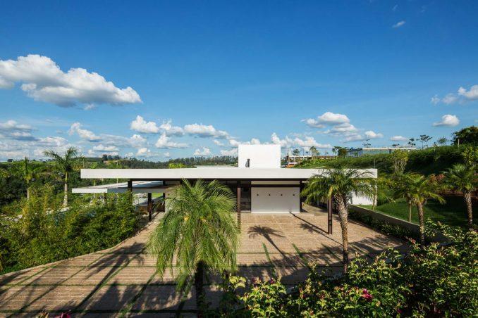 Очень бразильский минималистский дом