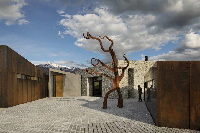 Дом с двором для художников