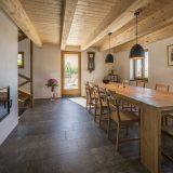 Простой дом с деревенским интерьером - Интерьер